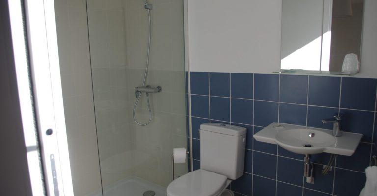 Salle de bain triple supérieure