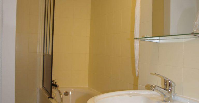 Salle de bains chambre triple